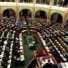 Parlament előtt a munkavállalókat tovább lehetetlenítő Hszt. tervezet