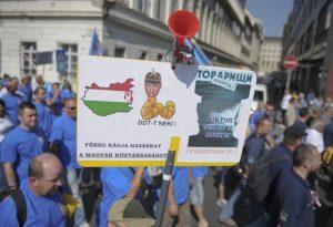 A rendőrök eddig sem voltak visszafogottak, ha a kormányról kellett véleményt mondaniuk: lesz pénz a nekik ígért juttatásra? - Fotó:  Túry Gergely
