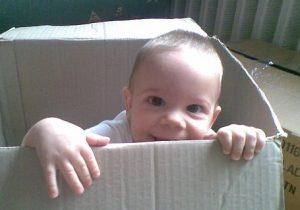 gyerek-dobozban
