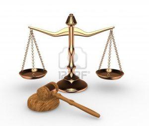 14802488-escalas-de-la-justicia-y-de-martillo-martillo-3d-render1